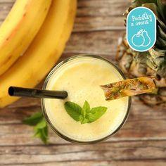 Banánovo-ananásové smoothie je zdravé, chutné a jednoduché na prípravu. Čo viac dodať?  Recept nájdete tu: http://bit.ly/bananovo-ananasove-smoothie