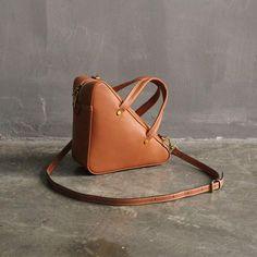 Handmade Top Grain Women's Fashion Leather Handbag Shoulder Bag Small Satchel SL01 Overview: Design: Women's Fashion Leather HandbagIn Stock: 3-5 Days For MakingInclude: Handbag Matching Long Shoulder StrapColor: Yellow BrownLeather: Top Grain LeatherMeasures:21.5cm x21.5 cm x11cmWeight:0.6 kg Note: Each itemw