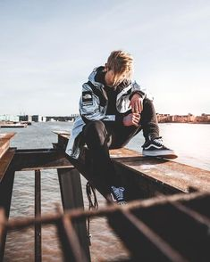 I like the bridge closeup with the clean sky background. Portrait Photography Men, Photography Poses For Men, Fashion Photography, Urban Style Outfits, Mode Outfits, Men Photoshoot, Boy Poses, Photo Poses, Mens Fashion