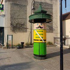 oakoak (@oakoak_street_art) op Instagram: 'The big toy soldier in Champigny  #champigny #oakoak #streetart #art #toy #soldier #wood #soldat…'