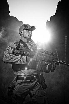 Tactical - Dunno whether to put this under Gorgeous Man Creatures or Gunny Goodness. Green Beret, Gi Joe, Army Gears, Military Special Forces, My Champion, Special Ops, Military Gear, Navy Seals, Guns And Ammo