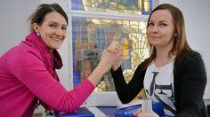 Seinäjoella aloitettiin viime syksynä Suomen koulumaailmassa harvinainen työnkuva, koulucoach. Koulucoachina toimiva Sini Hast auttaa oppilaita, on yhteydessä vanhempiin ja tekee yhteistyötä koulukuraattoreiden kanssa. Toiminnalla pyritään vaikuttamaan niin oppilaisiin, opettajiin kuin vanhempiinkin.