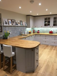 A lovely example of one of our handmade shaker Inf Kitchen Diner Extension, Open Plan Kitchen Diner, Open Plan Kitchen Living Room, Kitchen Dining Living, Kitchen Room Design, Home Decor Kitchen, Kitchen Layout, Interior Design Kitchen, Home Kitchens
