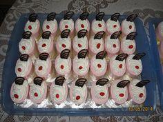 jahodová semifreda Mini Cakes, Advent, Dessert Recipes, Holiday Decor, Fine Dining, Bakken, Desert Recipes, Pastries Recipes