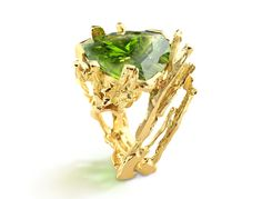 Mangrove ring. Yellow gold, peridot. by Thierry Vendome