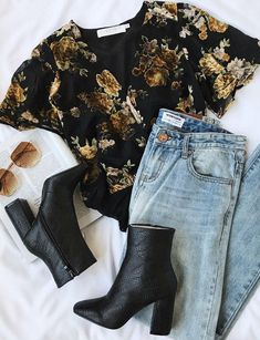 Put together a chic look in a snap with the ASTR the Label Eliza Black Velvet Floral Print Bodysuit! Floral velvet appliques create this bodysuit. Mode Outfits, Casual Outfits, Fashion Outfits, Fashion Trends, Dress Outfits, Casual Date Outfit Summer, Fashion Flatlay, Fashion Vest, Outfits 2016