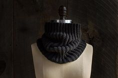 Free cowl pattern Ravelry: Mistake Rib Cowl pattern by Purl Soho