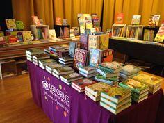 School volunteers help make book fair set-up quick & creative! SueSellsUsborne.com