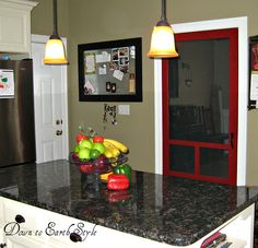 Merveilleux Omg! Are You Kidding?! A Screen Door Between An Entrance From The Kitchen
