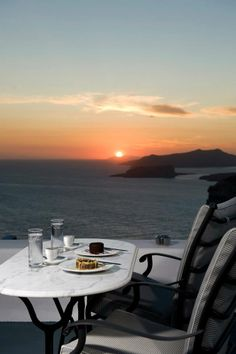 Magnificent Views of Santorini Coffee Love, Coffee Cups, Wonderful Places, Beautiful Places, Santorini Island, Santorini Sunset, Greek House, Sunset Pictures, Sunset Pics