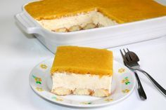 Zutaten 1 Dose Pfirsiche (6 halbe) 100 g Biskotten (ca. 12 Stück) 200 ml Schlagobers 200 g Sauerrahm 250 g Topfen 2 EL...