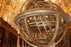 Real Biblioteca del Monasterio de El Escorial - Salón principal Escorial Madrid, Tower, Chandelier, Ceiling Lights, Building, Decor, Space, Art, Candelabra