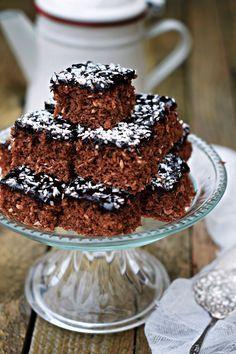 Mennyei kavart kókuszos süti, kakaómázzal | Rupáner-konyha Hungarian Cake, Hungarian Recipes, Sweet Recipes, Cake Recipes, Dessert Recipes, Delicious Desserts, Yummy Food, Sweets Cake, Baking And Pastry