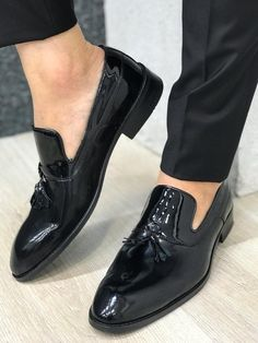Suit material: Wool , Poly, Lycra Machine washable : No Fitting : Regular Slim-fit Remarks: Dry Cleaning Only Loafer Shoes, Men's Shoes, Shoe Boots, Dress Shoes, Black Loafers, Loafers Men, Black Shoes, Brown Shoes Outfit, Mens Patent Leather Shoes