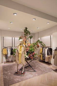 Showroom Interior Design, Boutique Interior Design, Mansion Interior, Retail Interior, Clothing Store Interior, Clothing Store Design, House Ceiling Design, Store Layout, Store Interiors