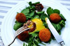 Haggis pops with a confit duck egg yolk (Serves: 2 – Preparation time: 1 hour) Recipe Ideas, Egg, Heaven, Cooking Recipes, Lunch, Plates, Entertaining, Birthday, Food