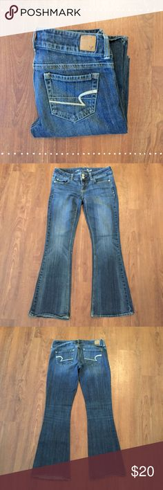 """American Eagle Artist Bootcut Comfortable! Artist fit. Size 2S. 99% cotton 1% spandex 14.5"""" waist laying flat, 29"""" inseam 7"""" front rise, 11.5"""" back rise   Need any other information? Measurements? Materials? Feel free to ask! Don't be shy, I always welcome reasonable offers! Fast shipping! Same or next day! Sorry, no trades!  Happy Poshing!☺️ American Eagle Outfitters Jeans Boot Cut"""