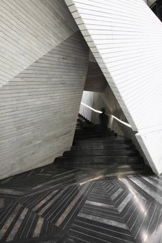 Beautiful Marble. Chongqing Mountain & City Sales Office / One Plus Partnership   ArchDaily