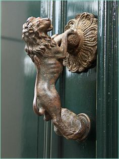 Classic and stately lion door hardware Antique Door Knockers, Door Knockers Unique, Door Knobs And Knockers, Black Door Handles, Knobs And Handles, Lion Door Knocker, Door Gate, Unique Doors, Black Doors