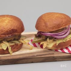 Make a delicious burger by following this easy summer recipe video tutorial.