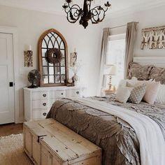 Country style bedroom - 55 examples of cozy bedroom design - Schlafzimmer - Bedroom Decor Modern Farmhouse Bedroom, Farmhouse Master Bedroom, Master Bedroom Design, Home Decor Bedroom, Urban Farmhouse, Rustic Farmhouse, Farmhouse Ideas, Farmhouse Design, Cozy Bedroom