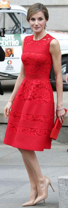 La prestigiosa revista Vanity Fair América la acaba de coronar como la Reina mejor vestida del mundo... Y por lo que nos toca no podemos estar más de acuerdo. La evolución de Letizia ha sido espectacular y, especialmente en los últimos años, no deja de sorprendernos en cada una de sus apariciones públicas. Sigue las…