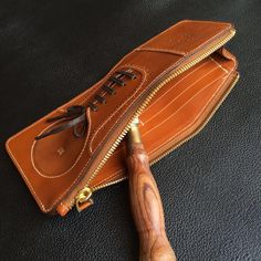 #無合手作 #handmadeshoes #shoes #craft #leathercraft #leather #handmade #handmadeleather #wallet #leathergoods