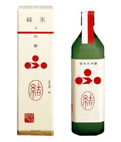 Packing design // great bottle and box PD Japanese Packaging, Cool Packaging, Food Packaging Design, Bottle Packaging, Packaging Design Inspiration, Design Logo, Box Design, Branding Design, Japanese Sake