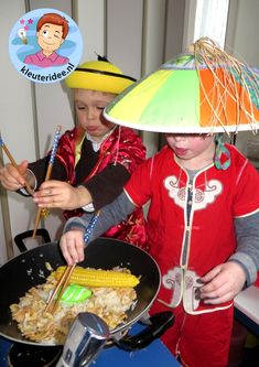 Chinese role play in the house corner, wok theme China, kleuteridee. Continents And Countries, Les Continents, Panda China, New Year Menu, Chinese Birthday, Restaurant Themes, Chinese New Year Crafts, Girl Scout Badges, New Year's Crafts