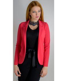 Giacca classica disponibile anche in nero dalla vestibilità regolare.