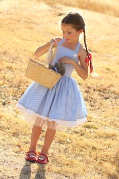 The Train To Crazy: Handmade Costumes: DIY Dorothy Costume Tutorial