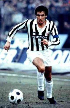 Gaetano Scirea, Juventus Always a gentleman on the field! Juventus Soccer, Juventus Players, Juventus Stadium, Juventus Fc, World Football, Sport Football, Football Cards, Football Players, Football Uniforms