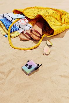 Uo bag must haves retoucher photoshop photoshoot photography urbanoutfitter Beach Editorial, Summer Editorial, Editorial Photography, Editorial Fashion, Urban Outfitters, Sun Shop, Summer Fashion For Teens, Summer Of Love, Summer 2016
