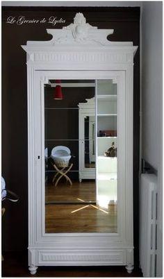 Prestation conseil déco et relooking de meuble : Comment transformer une petite pièce d'un appartement ancien en une chambre de bébé garçon nouveau né et y intégrer une petite armoire ancienne dans la famille depuis plusieurs générations... Un beau parquet...