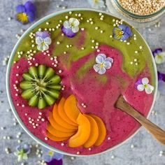 Smoothiebowl-time . Actually I wanted to make another nicecream swirl but my bananas were not frozen enough so it turned into a smoothie pretty quickly . It's banana-matcha and banana-beetroot topped with kiwi, apricot, puffed quinoa and violets. I'm back from the gym and enjoying my watermelon breakfast right now . Have a great start into the new week ☀️. . . . . . . . . . #smoothiebowl #smoothie #nicecream #breakfastinabowl #healthychoices #highcarbvegan #letscookvegan #beautifulcuisin