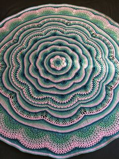 Isn't this amazing?Tides of Changeby Frank O'Randle - this pattern is available as a free Ravelry download.Note this pic is © Naettan