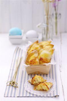 Fiadoni salati al formaggio sono rustici cotti al forno tipici della tradizione regionale Abruzzo e Molise, vengono preparati in occasione della Pasqua.