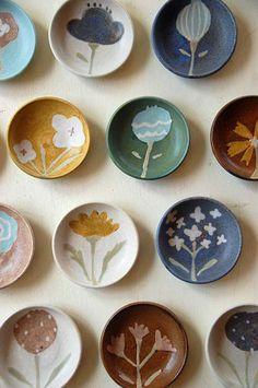 クリックすると新しいウィンドウで開きます plates with flowers Painted Ceramic Plates, Ceramic Spoons, Ceramic Tableware, Ceramic Decor, Ceramic Clay, Hand Painted Ceramics, Ceramic Painting, Pottery Plates, Ceramic Pottery