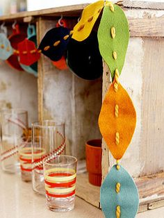 Clever and Cool Holiday Décor Projects: Leafy Felt Garland (via Parents.com)