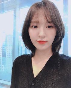Seulgi, Kpop Girl Groups, Kpop Girls, Loona Kim Lip, Short Red Hair, Shot Hair Styles, Wendy Red Velvet, Velvet Shorts, Kim Yerim