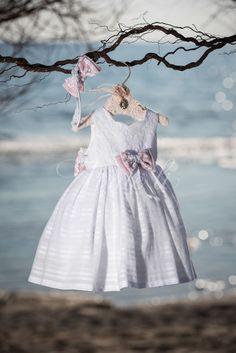 Φόρεμα βάπτισης Vinte Li 2819 με ασορτί κορδέλα.