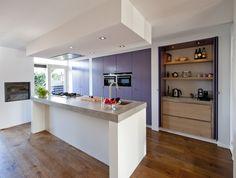 We hebben onze keuken zelf ontworpen. Inspiratie vonden we bij een binnenhuisarchitect, Paul van de Kooi en Lodder Keukens