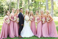Madrinhas de casamento padronizadas no Rosa Quartz.