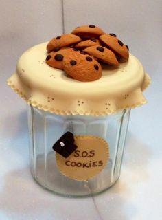 Pot à cookies, idée pour les fêtes : mettez dans le pot les ingrédients de la recette, et joignez le texte de la recette sur une étiquette