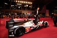 Andre Lotterer und Mike Rockenfeller stiegen bei der Berlinale im Smoking aus ihren Dienstwagen Audi verdrehte den Berlinale-Gästen die Köpfe: Als die Audi-Flotte mit den Filmstars vorfuhr, eröffneten zwei Rennwagen ... weiterlesen