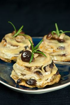 Bouchées de lasagnes ricotta champignons romarin - Small Lasagne Starters With Mushrooms and Ricotta Think Food, I Love Food, Good Food, Yummy Food, Vegetarian Recipes, Cooking Recipes, Healthy Recipes, Drink Recipes, Comida Picnic