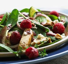 spinach and chicken salad with raspberry