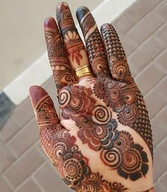 Image may contain: 1 person Modern Henna Designs, Rose Mehndi Designs, Henna Art Designs, Mehndi Design Pictures, Wedding Mehndi Designs, Mehndi Designs For Fingers, Latest Mehndi Designs, Rangoli Designs, Henna Mehndi