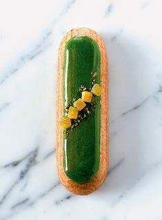 Oh, happy day. A week or two ago, I received a review copy of a new book by pastry chef Christophe Adams, entitled simply... Éclairs ! This book is gorgeous. It's even more beautiful than a museum exhibition book. And happily, the publisher was willing to let me publish and ex