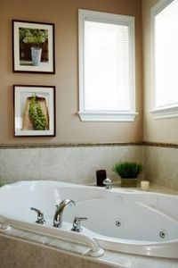 How to Clean Jetted Tubs With Chlorine Bleach